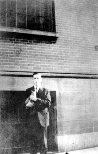 Говард с котиком 1925 г.