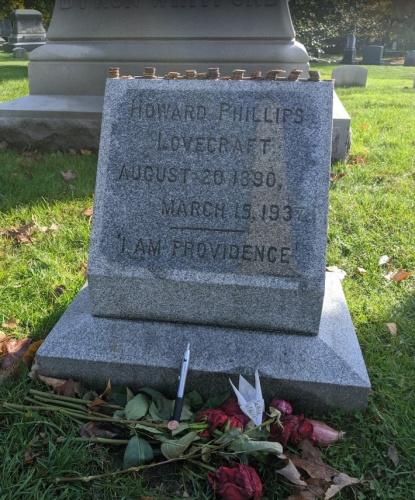 Могила на кладбище Суон-Пойнт, Провиденс, Род-Айленд — последнее пристанище Лавкрафта